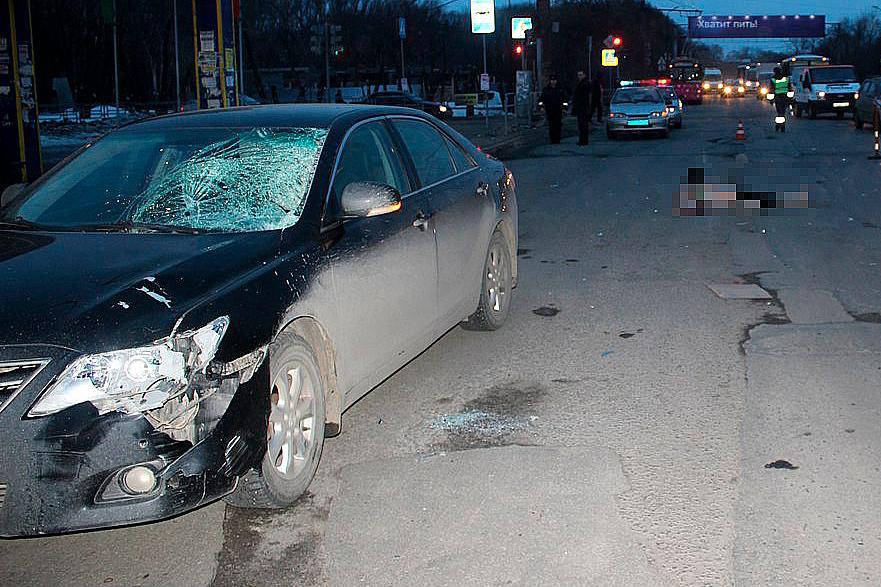 Навъезде вЧелябинск— серьезная пробка: «Тойота» насмерть сбила женщину