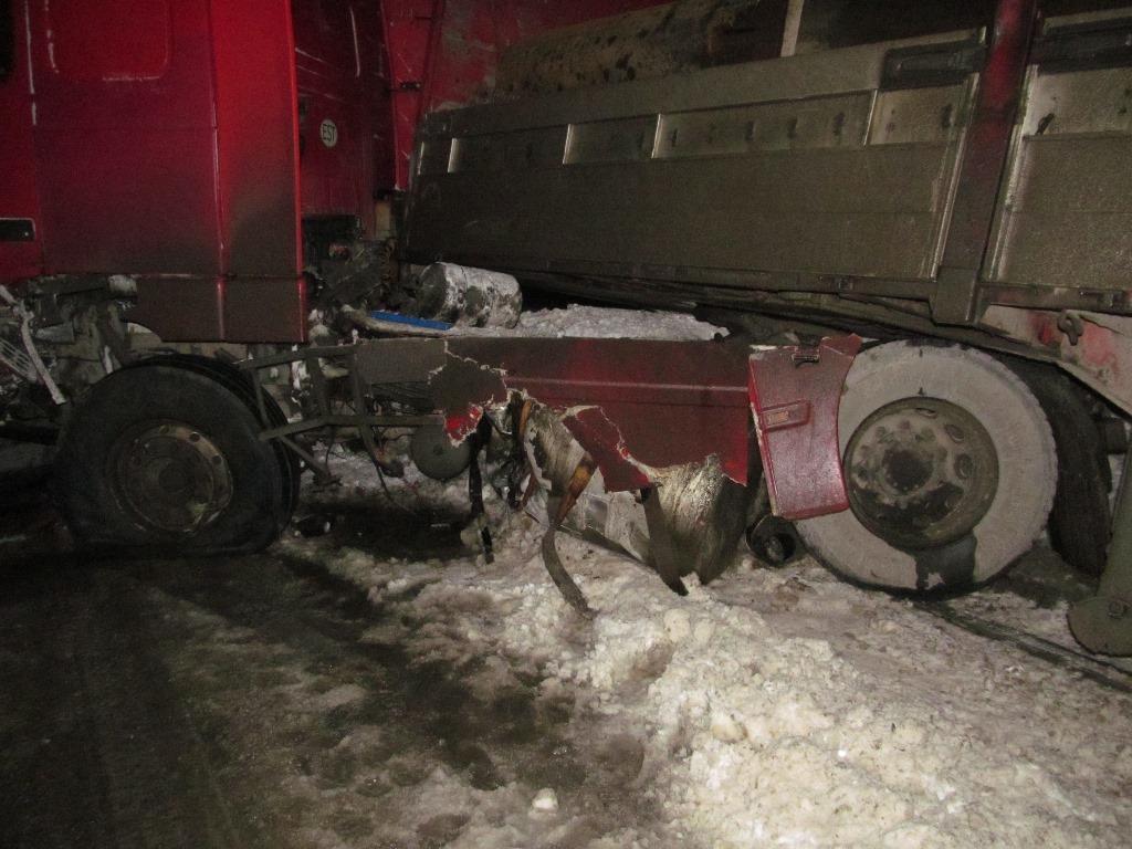 ВСоветском районе «Лада» влетела под фуру, умер человек