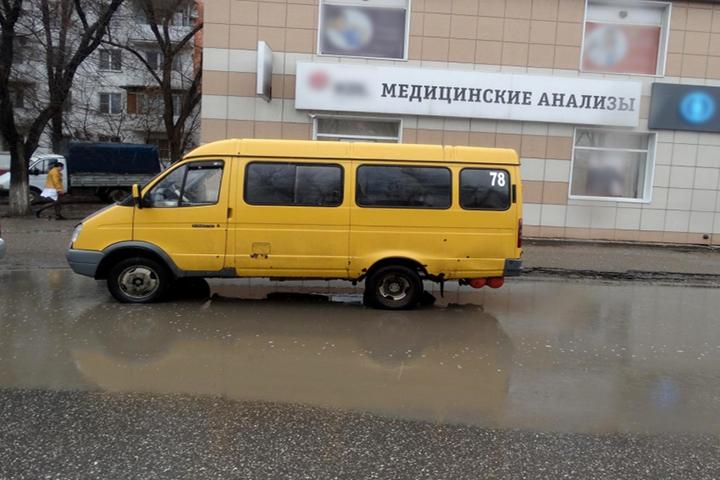 ВАстрахани неисправная маршрутка сбила женщину и шофёр исчез