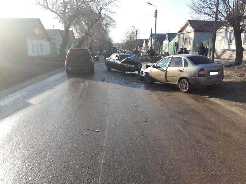 Автоледи столкнулась слегковушкой вСызрани. Пострадал ребенок