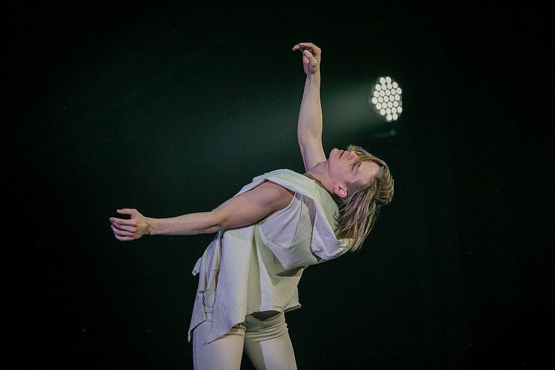 Участник шоу «Танцы» ударился головой, выполняя сальто