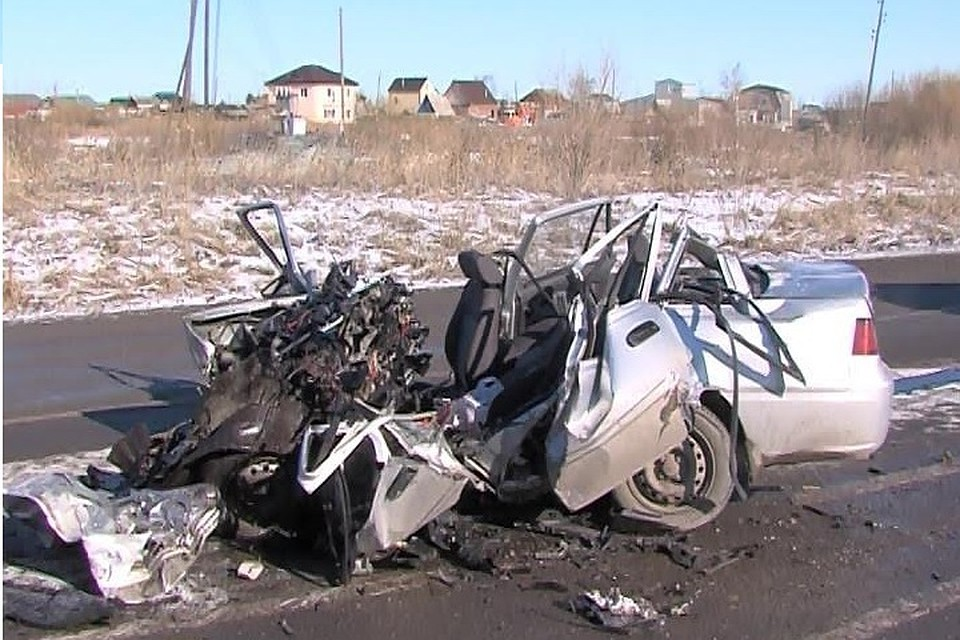 Под Тюменью вДТП погибли 2 человека: иностранная машина  столкнулась с грузовым автомобилем