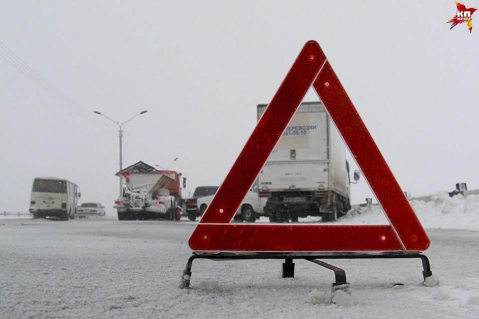 Натрассе Омск— Тара вперевернувшейся иномарке умер  пассажир