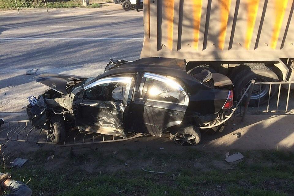 ВКрыму «Шевроле» столкнулся ссамосвалом, шофёр умер наместе