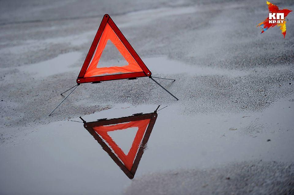 ВРумынии нетрезвый белорус нафуре сбил велосипедистов ипротаранил машину