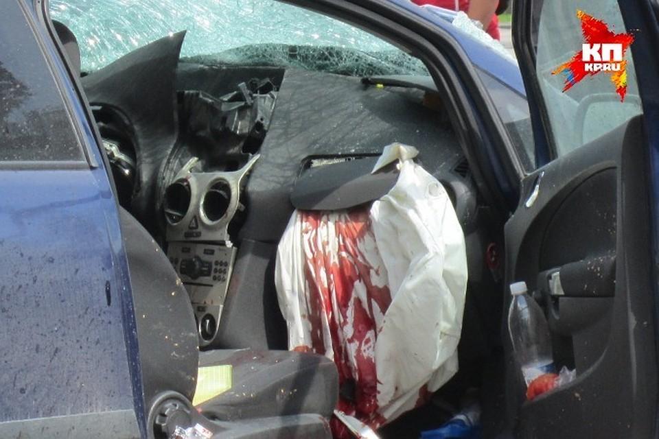 В ужасной трагедии наМ7 вТатарстане разбились новобрачные