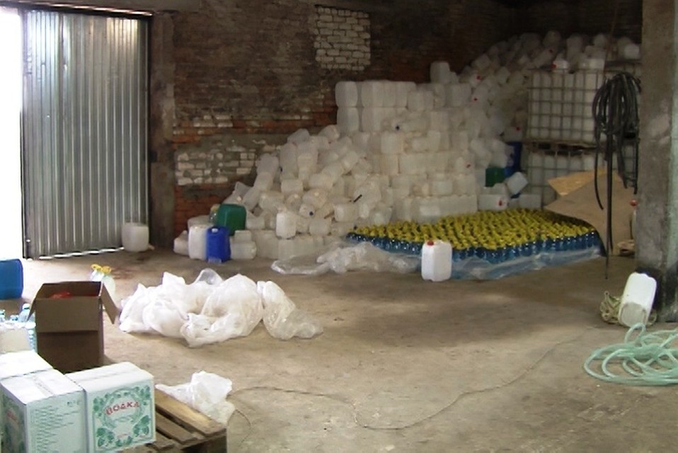 Подпольный цех поизготовлению фальсифицированного алкоголя устранили вКурской области