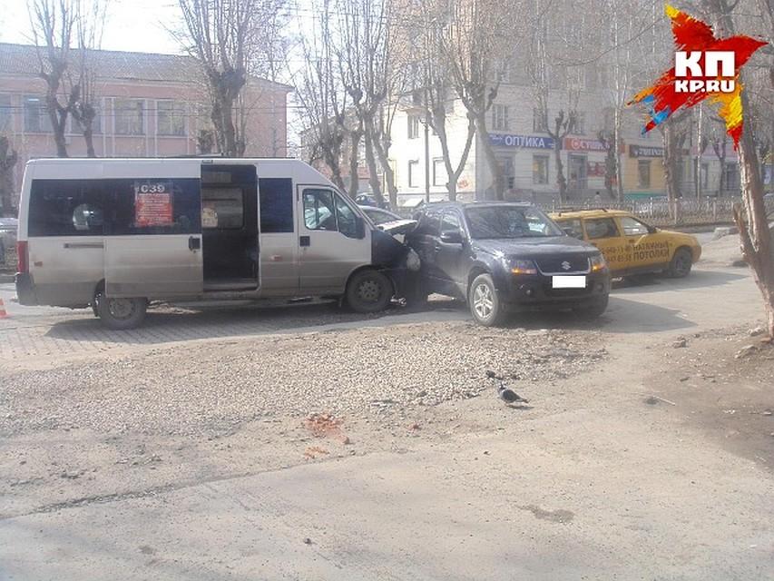 ВДТП смаршруткой вЕкатеринбурге ранена пассажирка