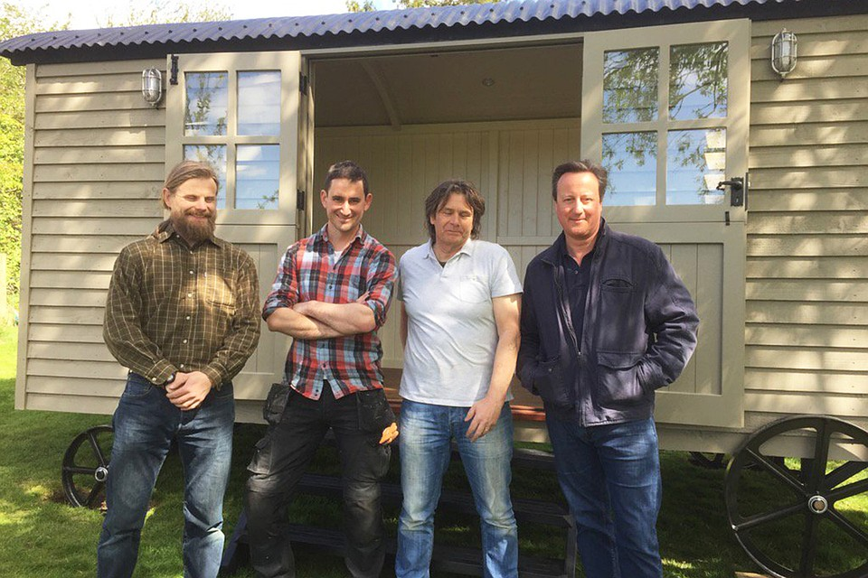 Дэвид Кэмерон приобрел садовый фургон для написания мемуаров