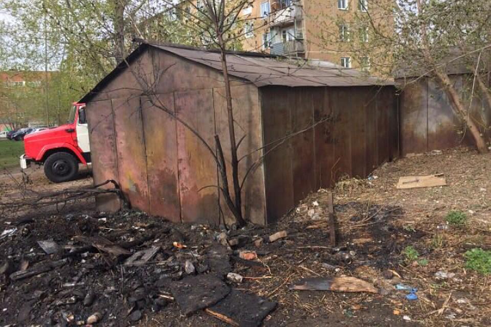 Фото пожара вКемерове: неизвестные подожгли гараж наВолгоградской