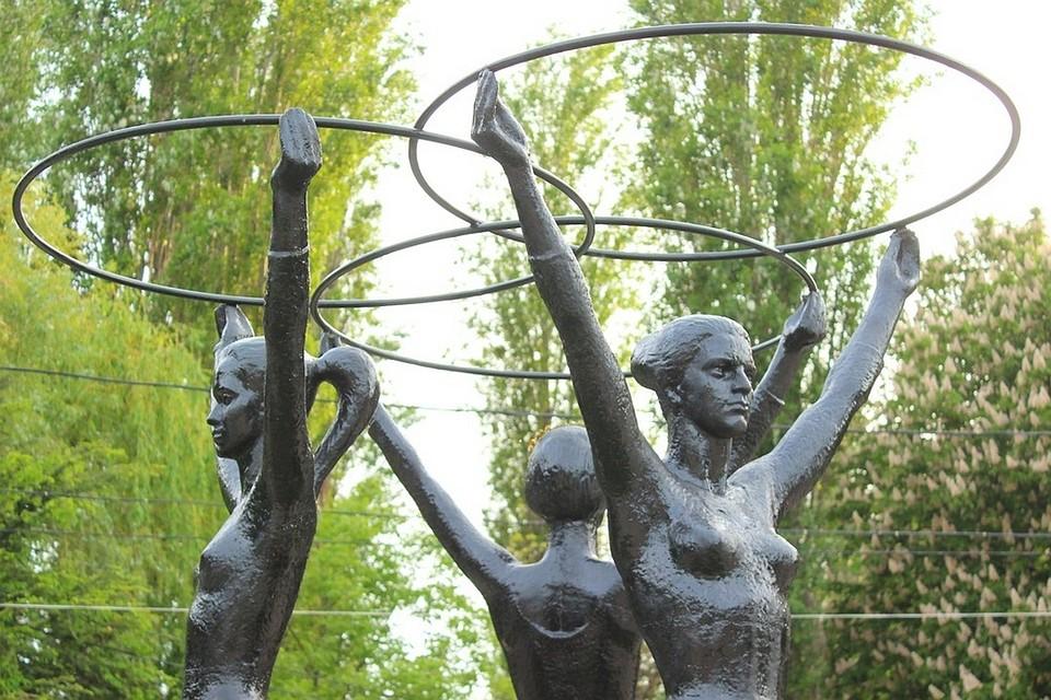 «Три грации» всимферопольском парке получили поновому хула-хупу