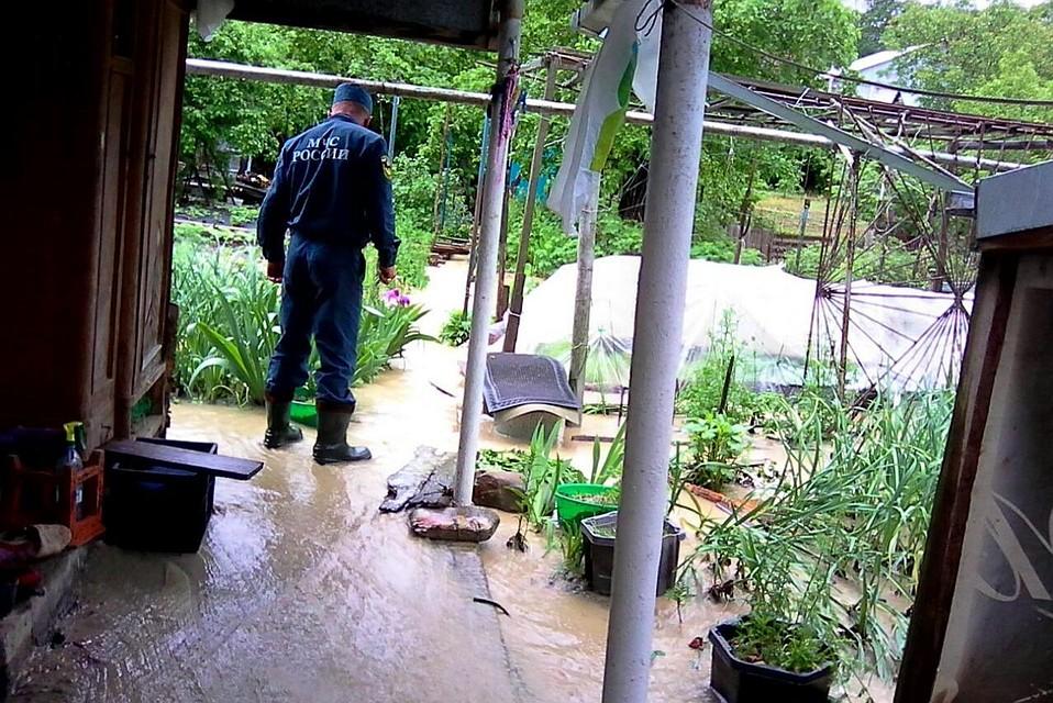 ВАпшеронском районе из-за ливней подтопило 4 частных двора