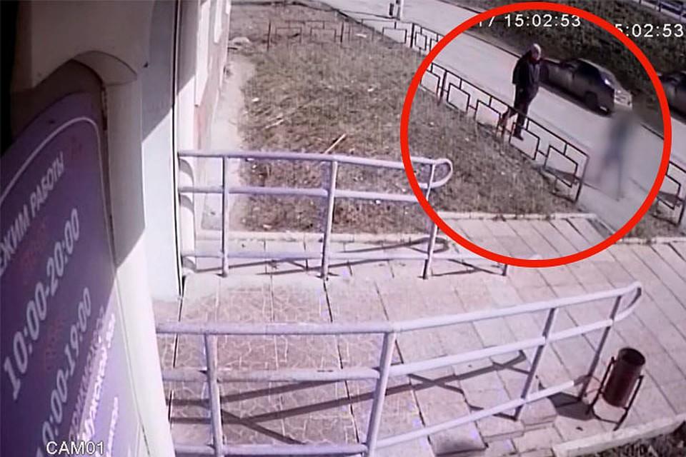ВПерми разыскивается мужчина, пристававший наулице кшкольнице