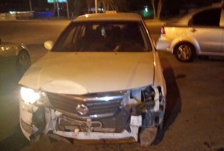 Искореженный металл зажал водителя ипассажира Тойота