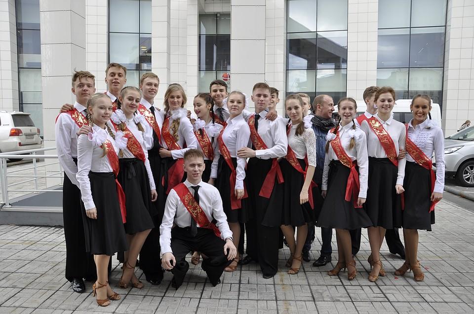 Для выпускников Мурманской области сегодня прозвенит последний звонок