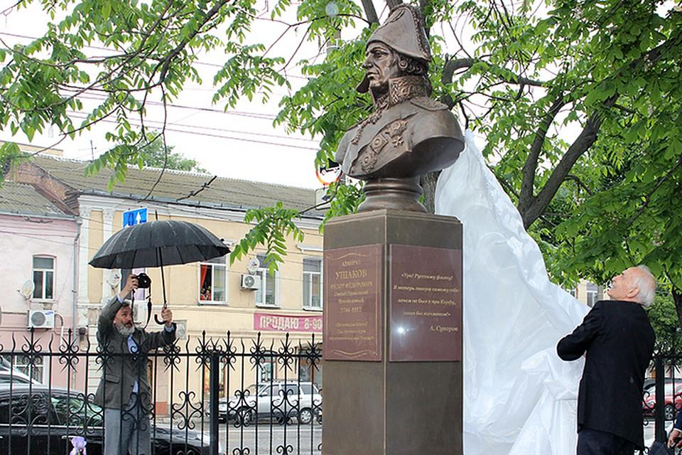 Василий Лановой открыл вБрянске монумент адмиралу Ушакову