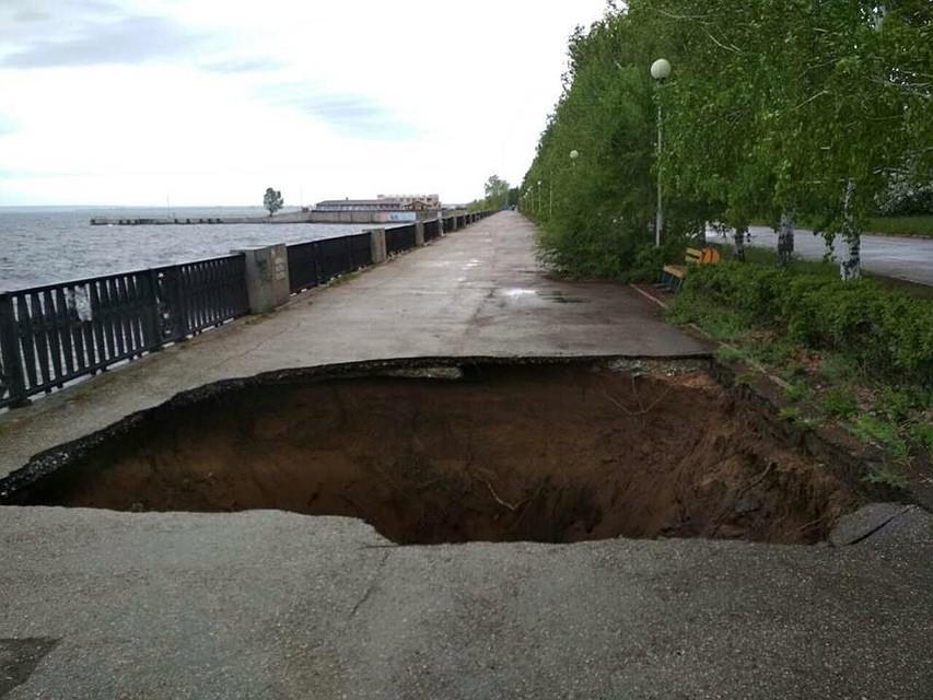 ВАвтозаводском районе Тольятти нанабережной Волги произошел масштабный провал грунта
