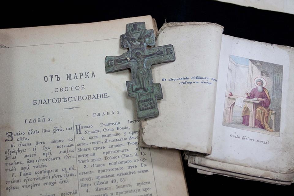 Брянские пограничники передали музеям редкие иконы икниги