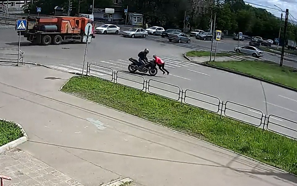 ВМагнитогорске задержали «бесправного» мотоциклиста, скрывшегося после наезда наженщину