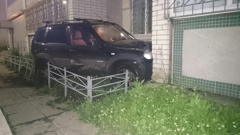 ВУльяновске шофёр «Нивы» протаранил дом