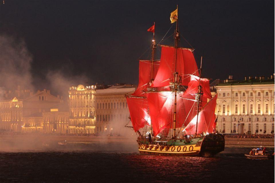 Праздник «Алые паруса» собрал неменее 100 тыс. созерцателей