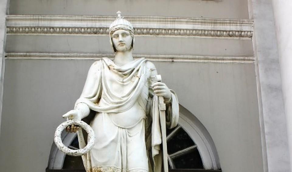 Статуи северного павильона Аничкова замка демонтируют вночь напятницу