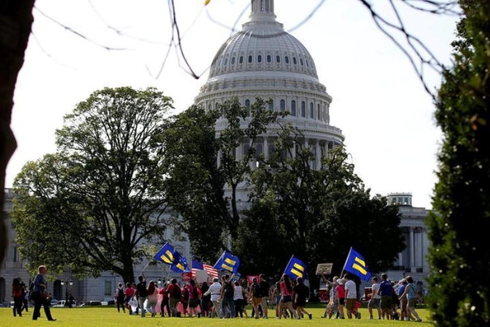 Вофисах Сената Конгресса США задержаны 40 протестующих