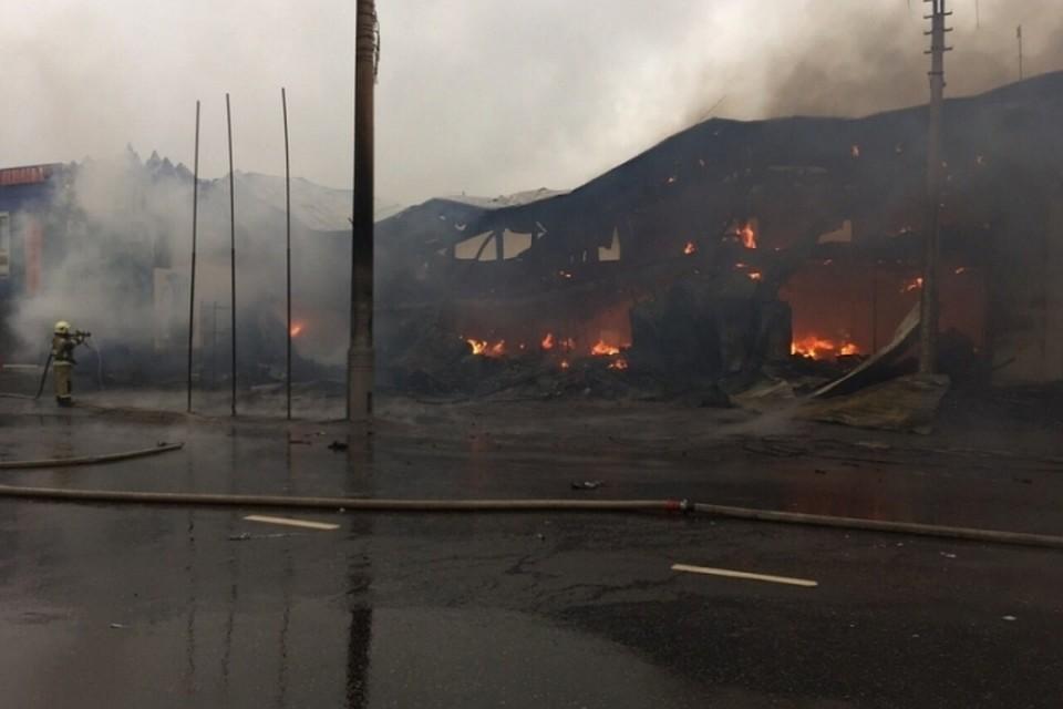 Видео пожара вИркутске: наОлега Кошевого сгорело 2-этажное строение