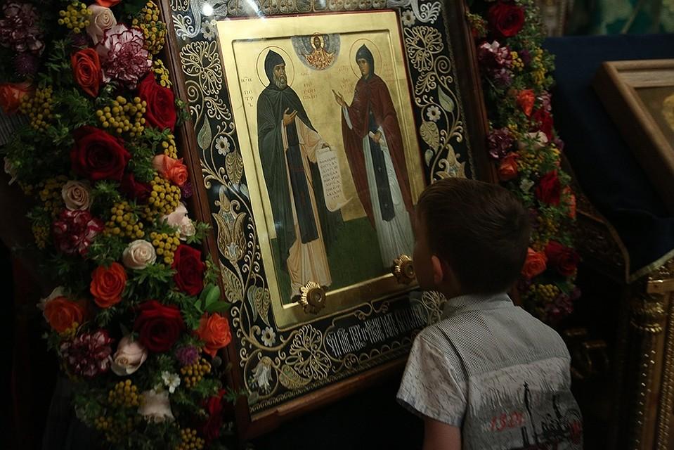 Архиерейское богослужение вдень памяти святых благоверных Петра иФевронии Муромских чудотворцев