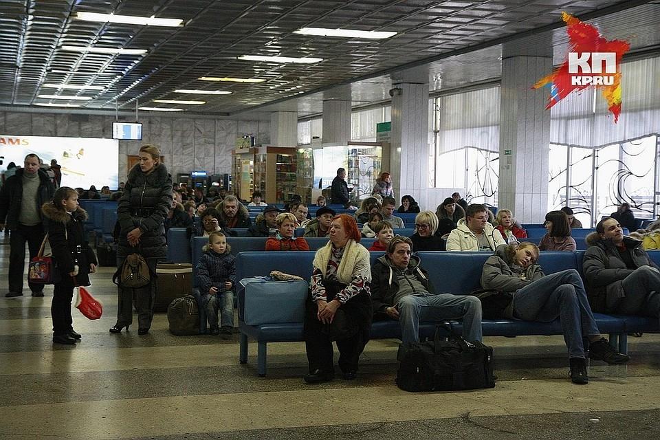 Неменее 270 человек 11 часов немогли вылететь изКрасноярска вАнталью
