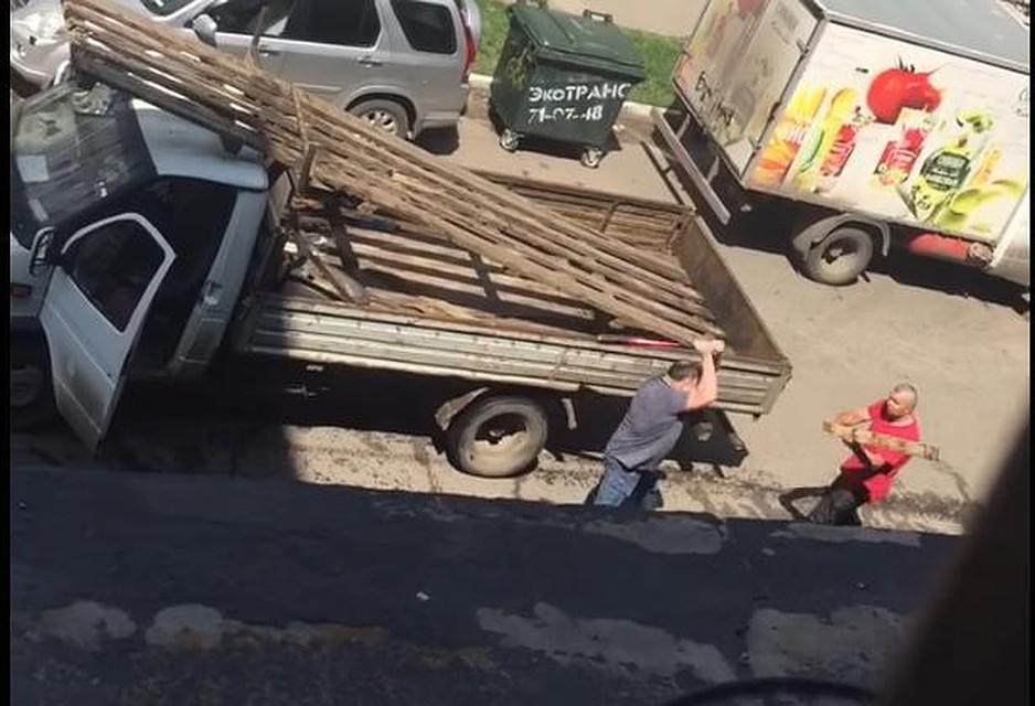 ВОмске водители подрались битами итопорами— Петушиные бои