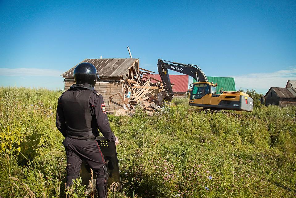 ВХрущево идет снос незаконных цыганских домов