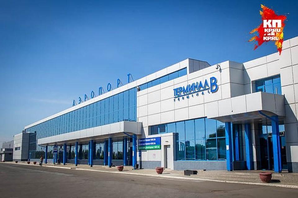 Сотрудницы Омского аэропорта воровали еду упассажиров
