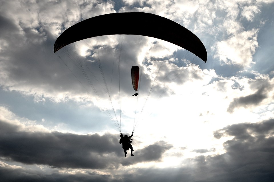 ВПриморье набазе отдыха насмерть разбился парашютист