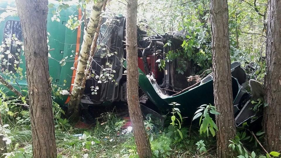 Бойцы Златоустовского ОМОНа спасли водителя фуры, попавшего вДТП