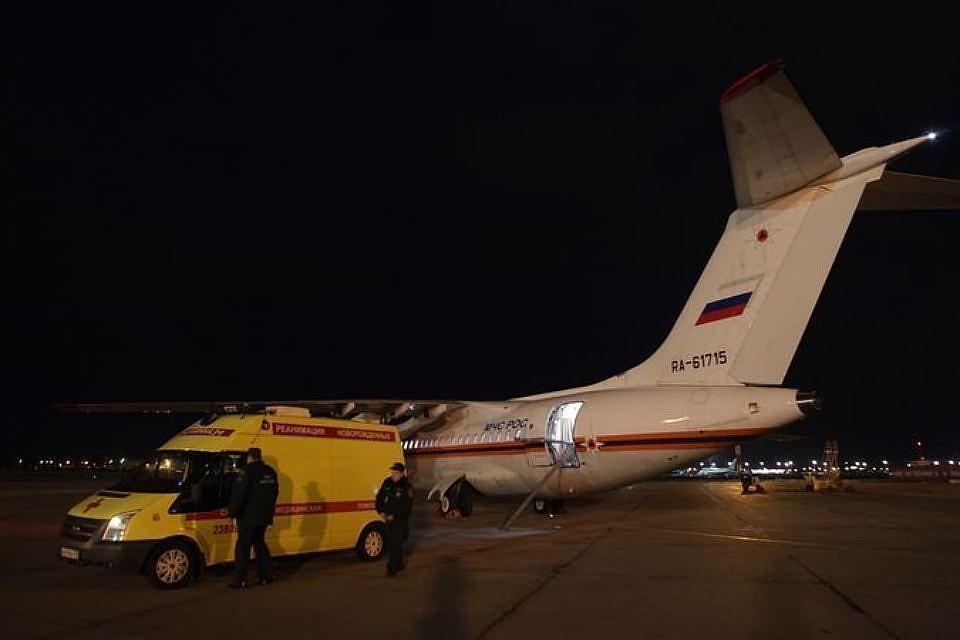Челябинку, пострадавшую вДТП наКипре, привезли на отчизну