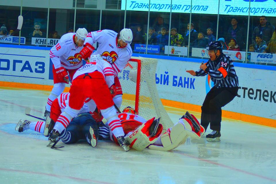 Шайба Ниеми вовертайме принесла «Йокериту» победу над «Адмиралом» вматче КХЛ