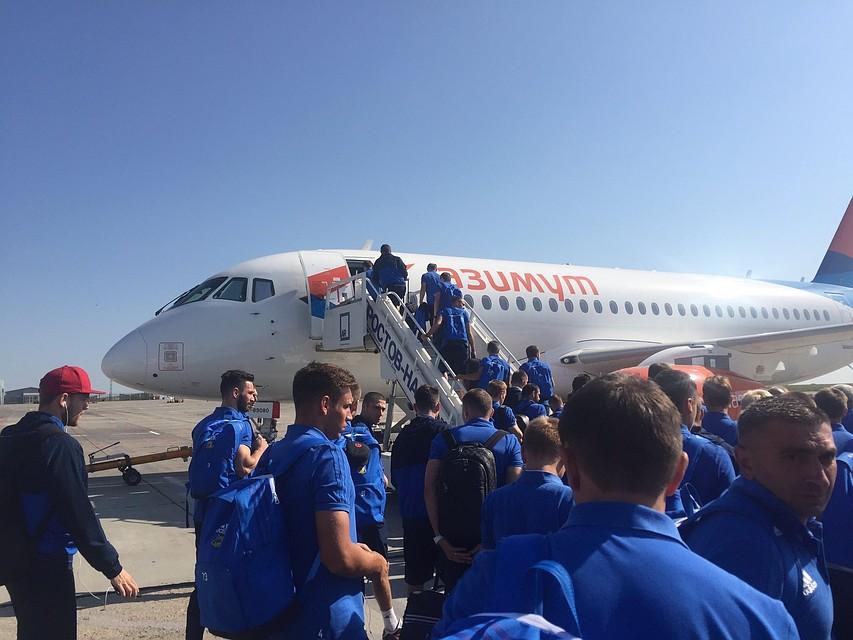 Первыми пассажирами базовой авиакомпании «Платов» стали игрокиФК «Ростов»