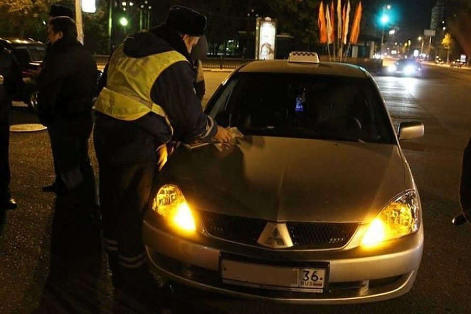 Воронежцы, ограбившие 58-летнюю таксистку, отправятся втюрьму