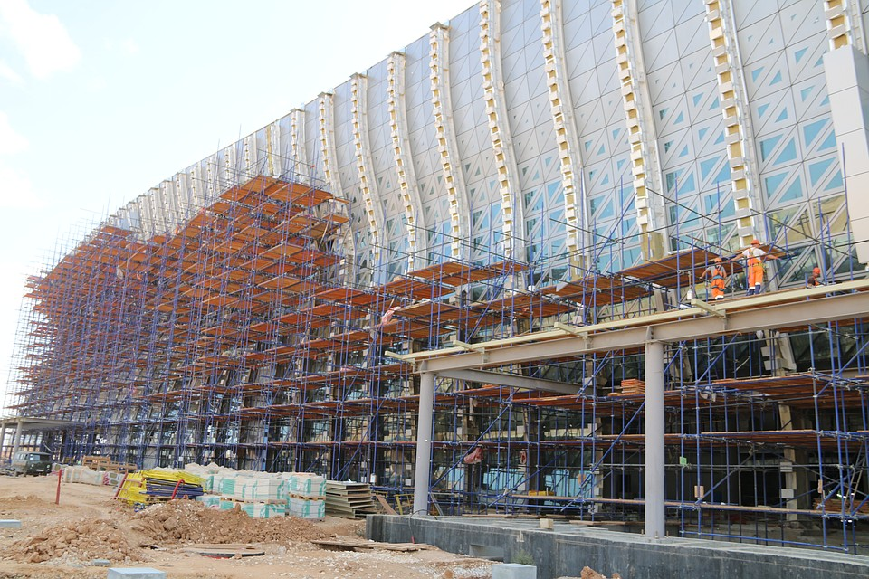 Монтаж крыши нового терминала аэропорта Симферополь навсе 100% завершен