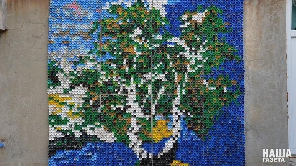 Огромную мозаику из4 тыс. пластиковых крышек сделал гражданин Новороссийска