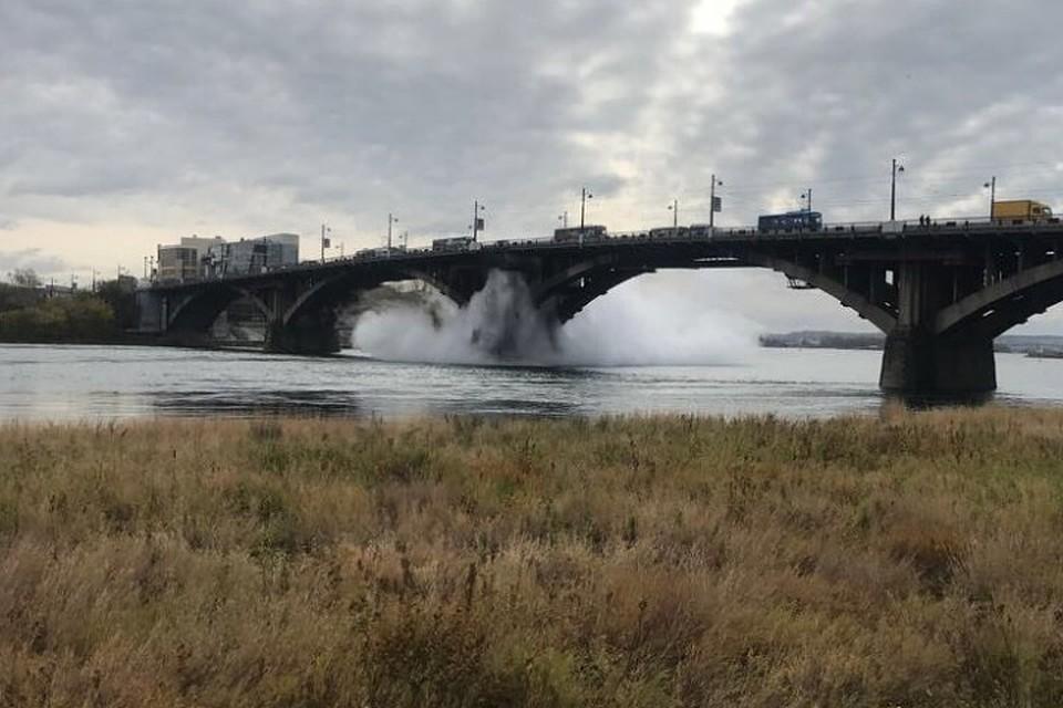 Намосту через Ангару вИркутске прорвало трубопровод сгорячей водой