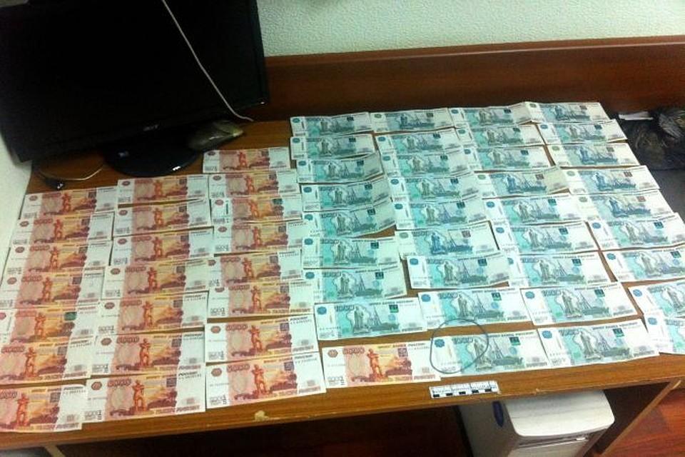 Банду фальшивомонетчиков изАдыгеи задержали наКубани
