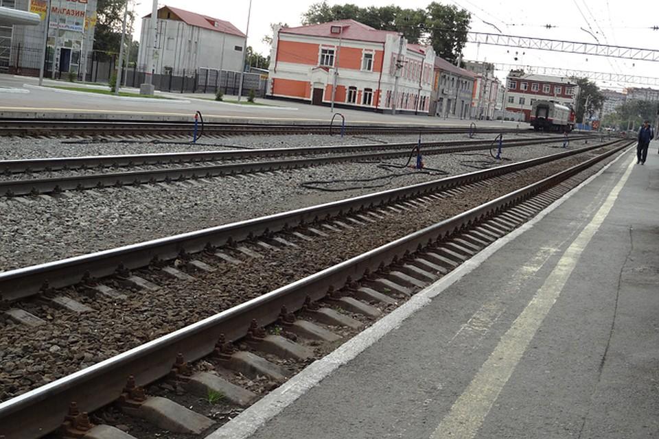 ВТюмени мужчину счемоданом затянуло под поезд