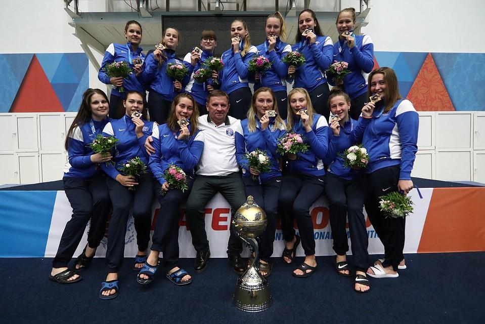 Борис Дубровский поздравил южноуральских ватерполисток с«золотом» Кубка губернатора