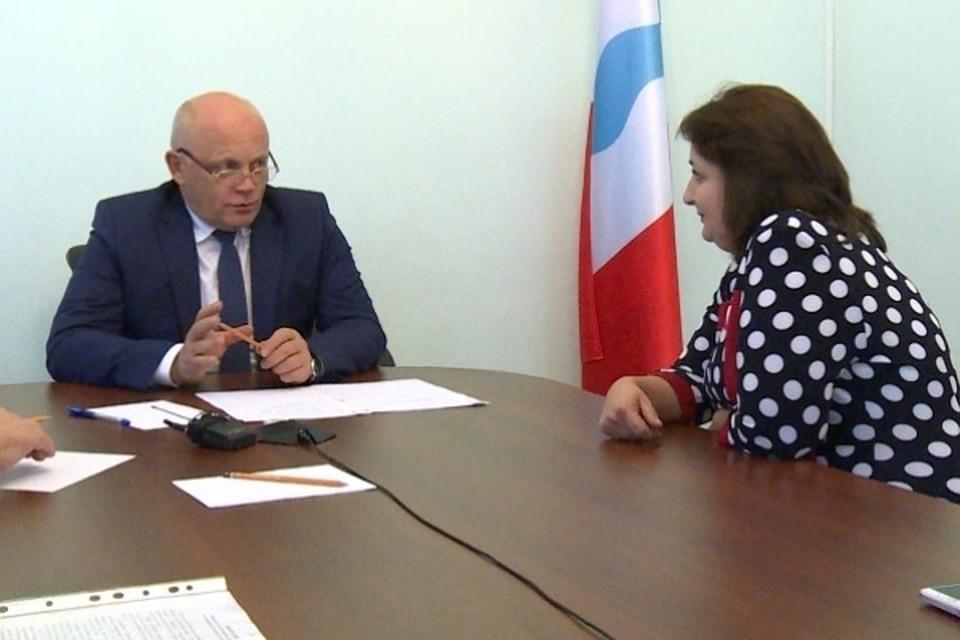 Губернатор Назаров решил посодействовать омичке спокупкой коровы