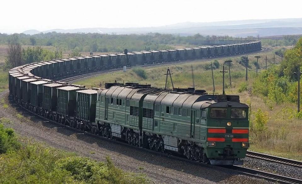 Перебегавшего через железнодорожные пути подростка вУдмуртии сбил грузовой поезд