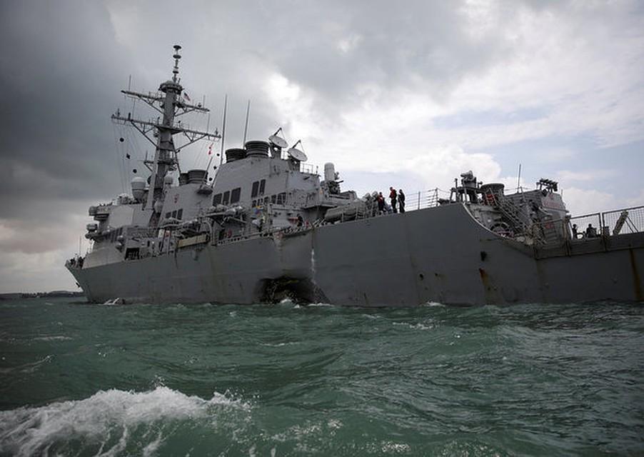 Командование эсминца США «Джон Маккейн» отстранено после трагедии