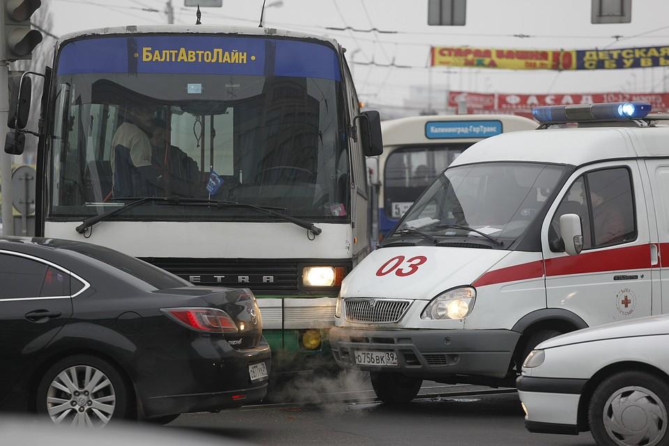 ВНовороссийске вДТП попала машина «скорой» спациентом наборту