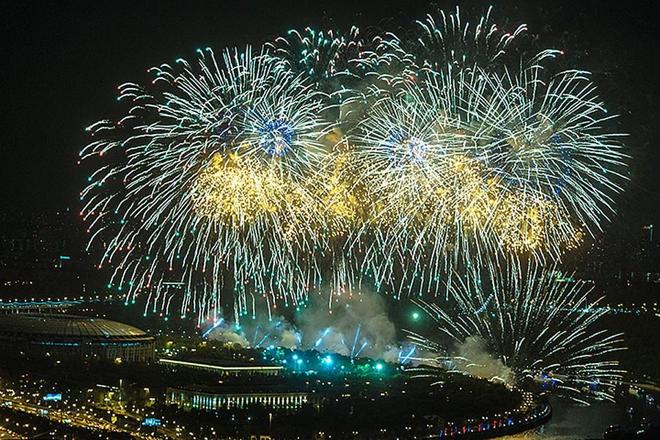 В 21.00 небо над Лужниками украсит разноцветный фейерверк